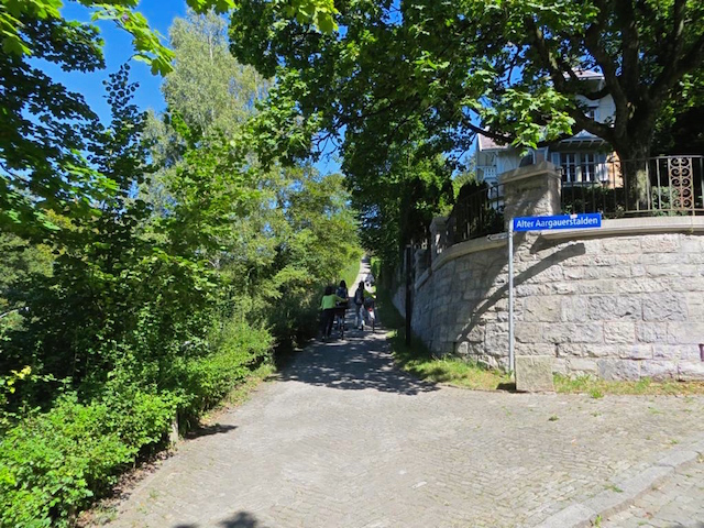 Der Weg zum Rosengarten in Bern.