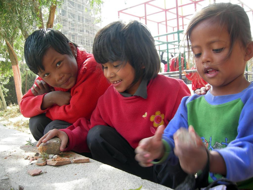 Spiele für die Kleinen im Strassenkinderhilfswerk
