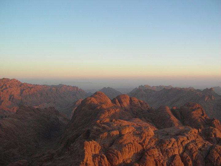 Sonnenaufgang über der Sinai Halbinsel in Ägypten