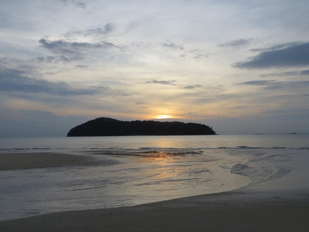 während dem Reisen am Strand übernachten