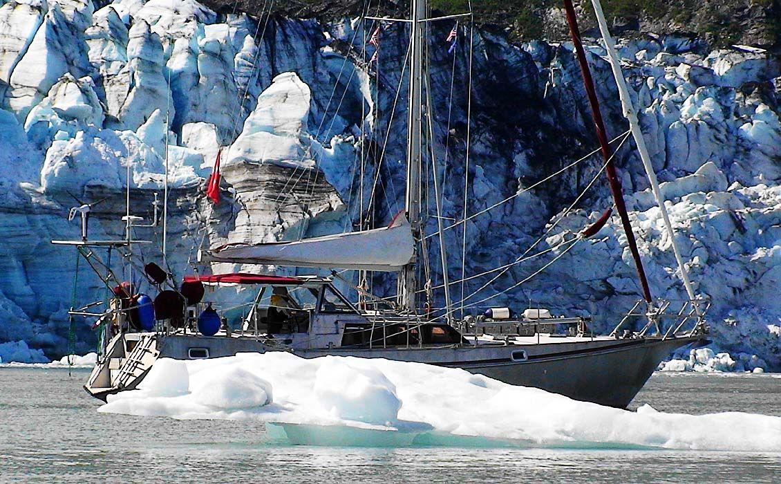 Mit dem Segelboot in der Arktis
