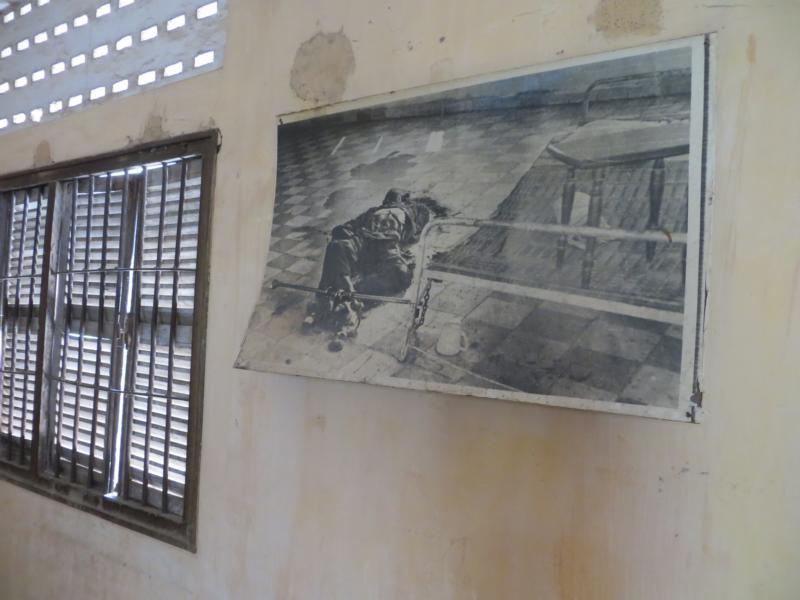 im ehemaligen Foltergefängnis S-21