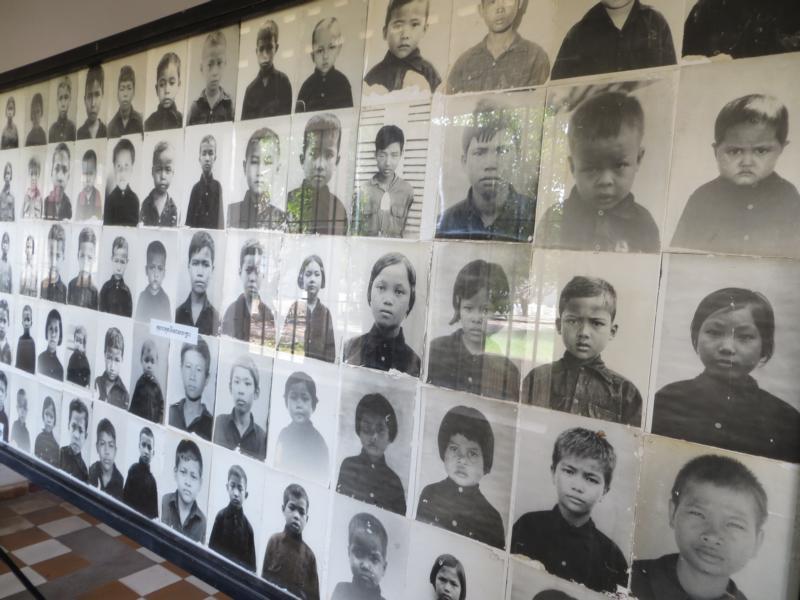 Bilder der ermordeten Kinder im Foltergefängnis S-21