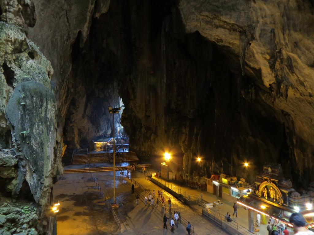 Das Innere der Batu Caves