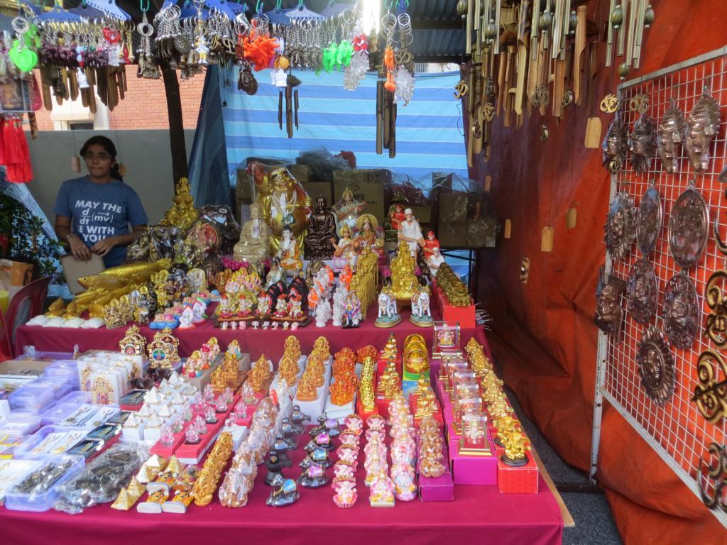 Geschäfte am Wesak Day: Alles für den Buddhisten