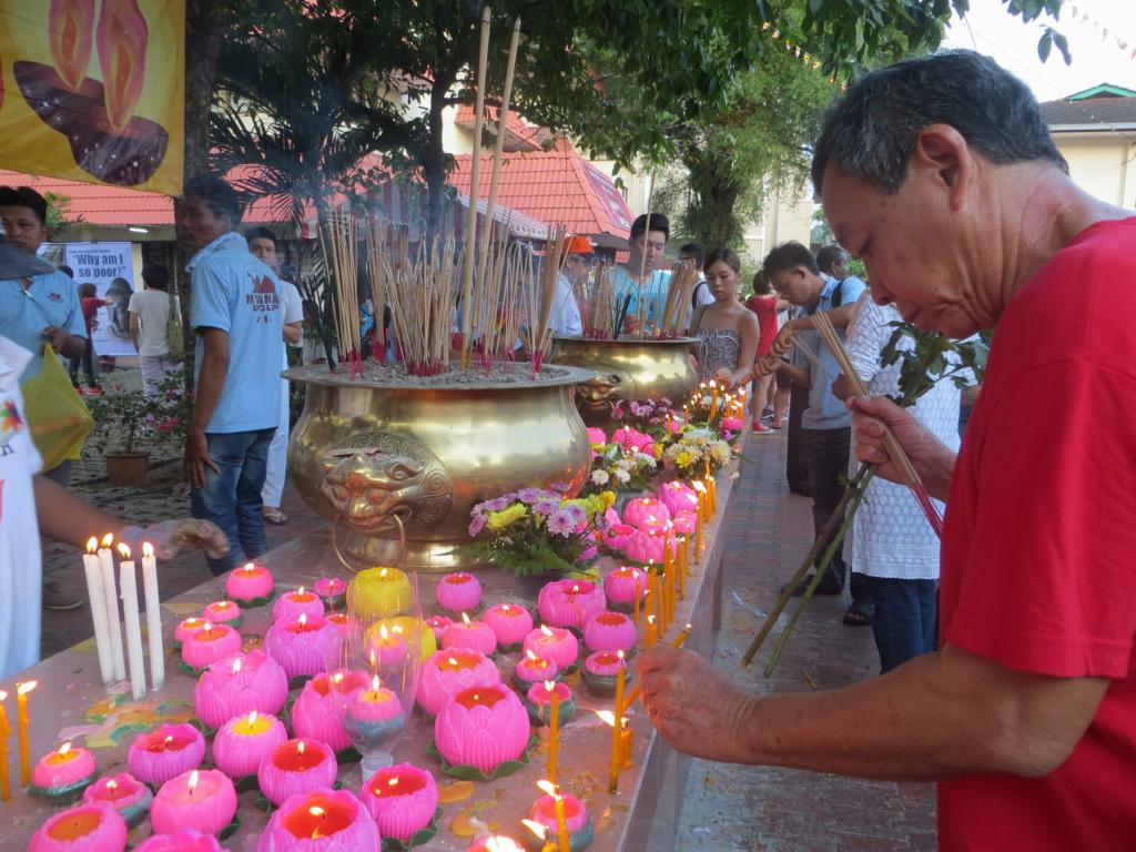 Zeremonie am Wesak Day