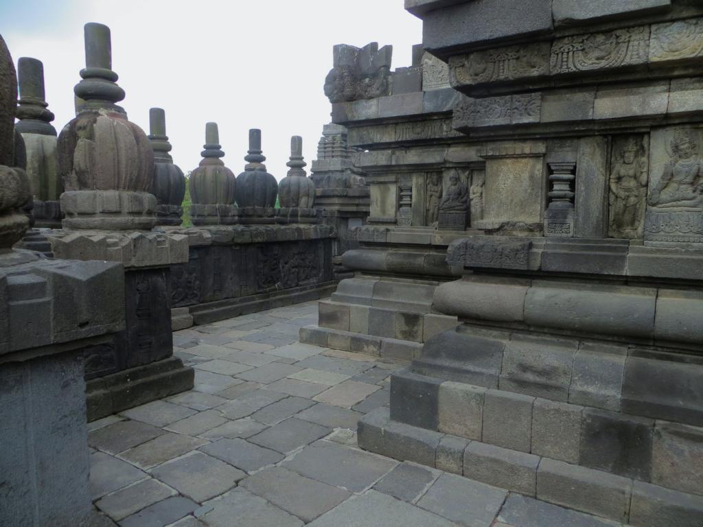Prambanan - Die Tempel können begangen werden