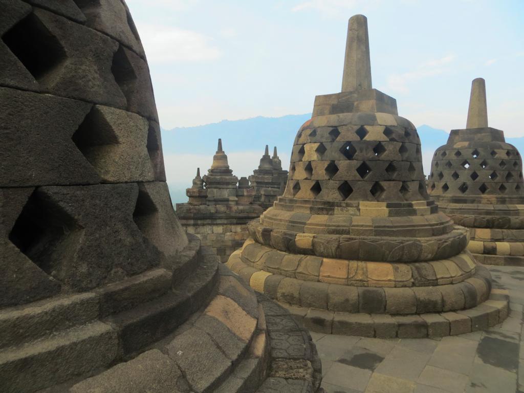 Die Stupas des Borobudur Tempels in Java