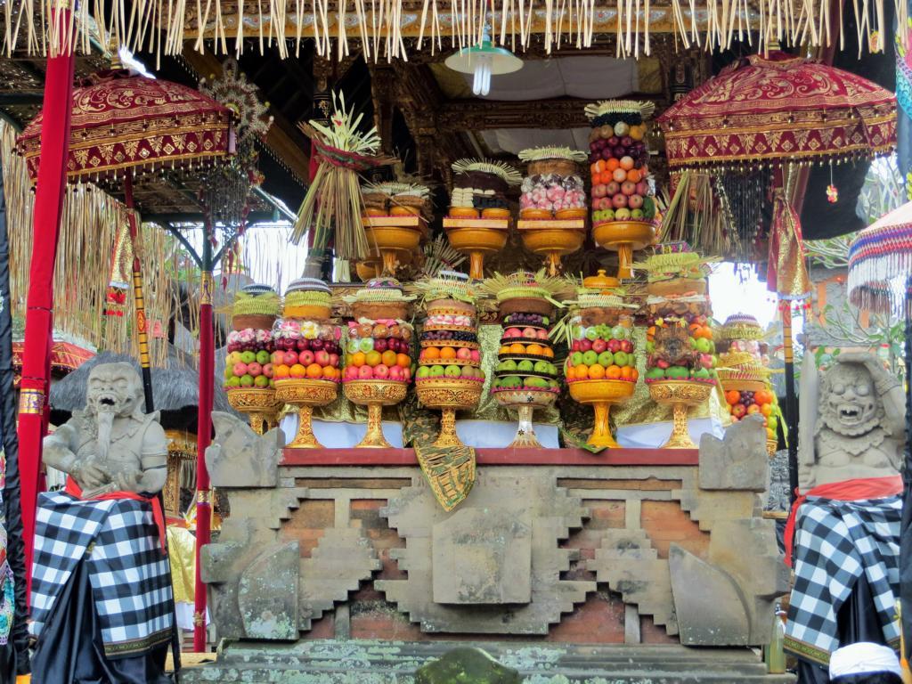 tägliche Opfergaben in Bali