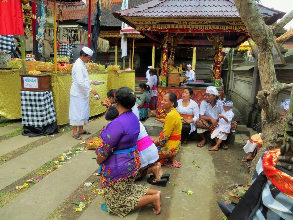 Der Tempelbesuch ist in Ubud eine Selbstverständlichkeit