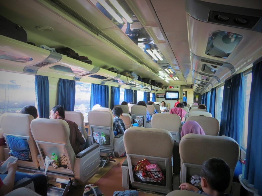 Mit dem Zug unterwegs - Zeit für lange Gespräche mit Reisebekanntschaften