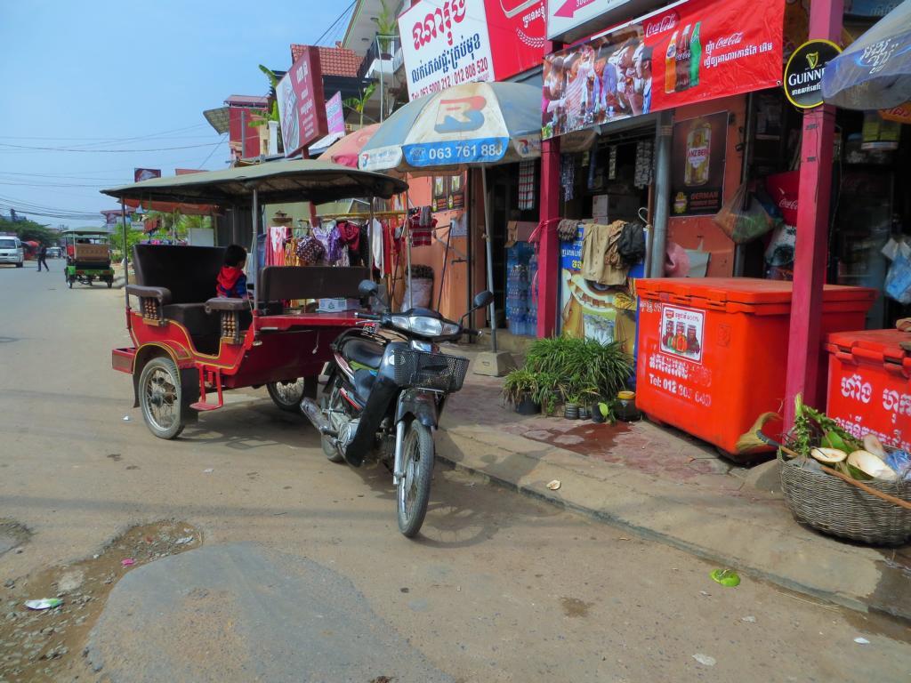 Ein Tuk Tuk, ein Gefährt, das in Südostasien zum Strassenbild gehört