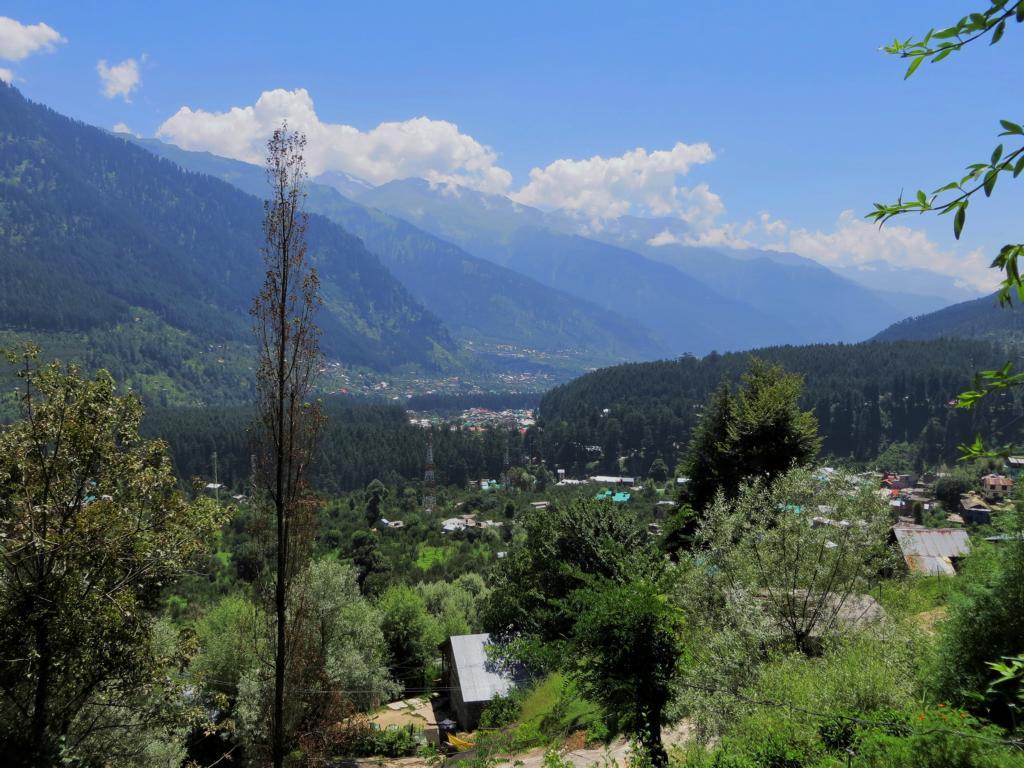 Sicht auf New Manali während einer Entdeckungstour in die Umgebung