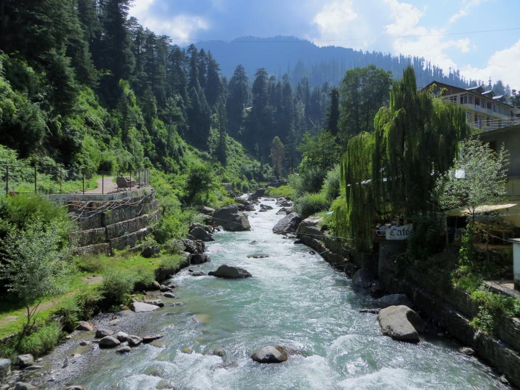 Fluss in Manali in Indien