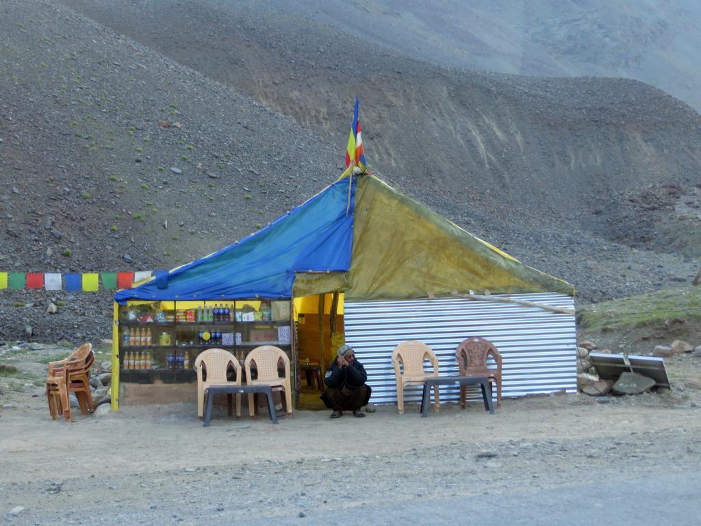 Geschäft am Strassenrand auf dem Weg nach Ladakh