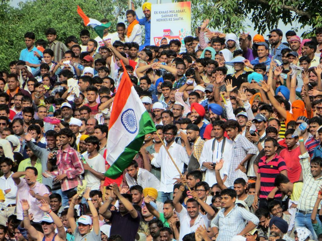 Allabendliche Zeremonie in Amritsar an der Grenze zu Pakistan