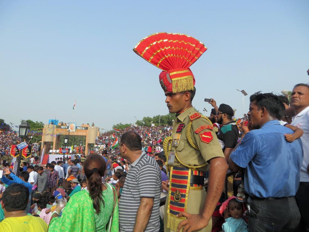 Soldat an der indisch-pakistanischen Grenze