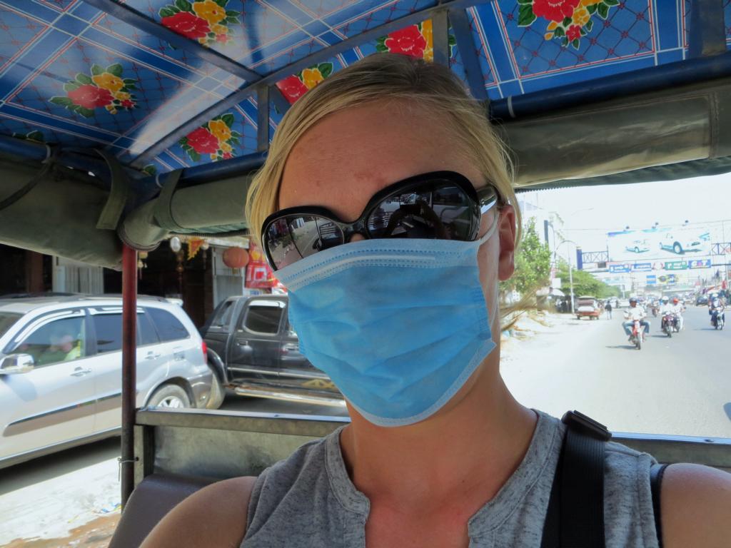 Nein, ich bin nicht krank. Das ist ganz normal in bei den dreckigen Strassen in Kambodscha
