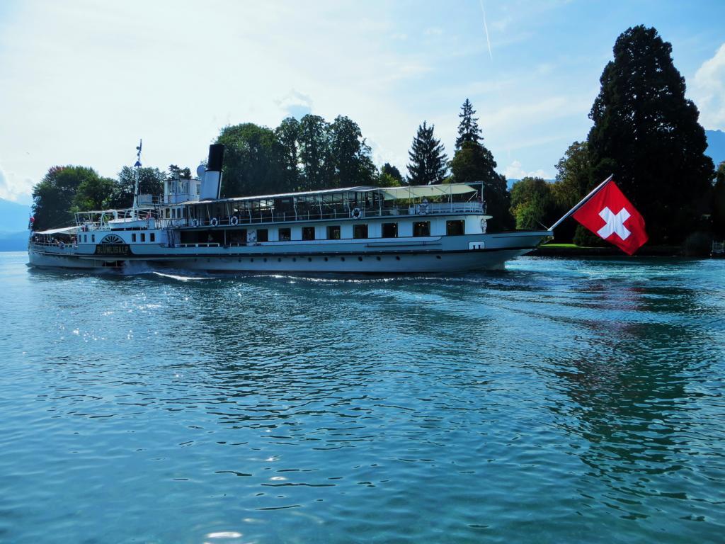 Schifffahren auf dem Thunersee in der Schweiz