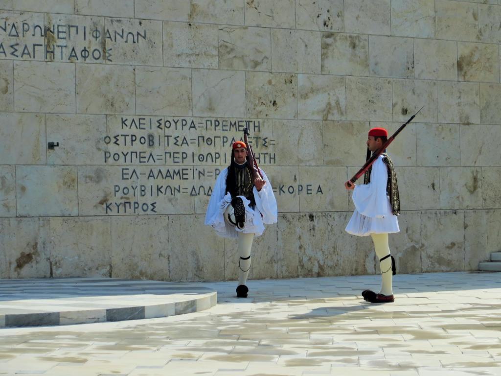 Wachablösung in Athen vor dem Parlament