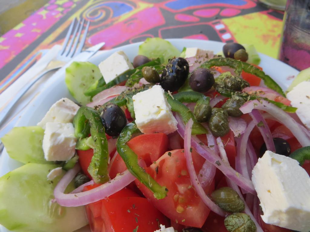 Griechischer Salat, den muss man in Griechenland doch einfach essen.