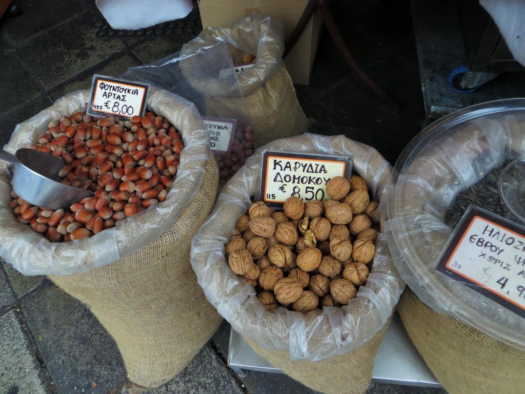 Auf dem Central Market in Athen gibt auch Nüsse...