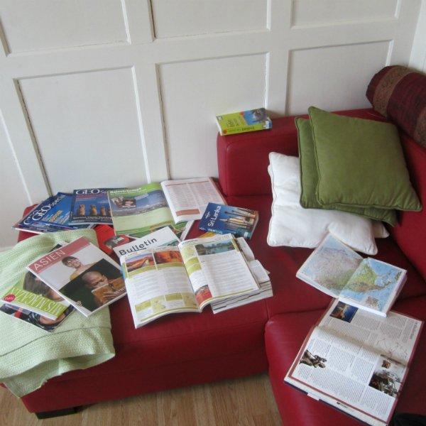 Für eine Reise kann man sich in Magazinen oder Büchern informieren