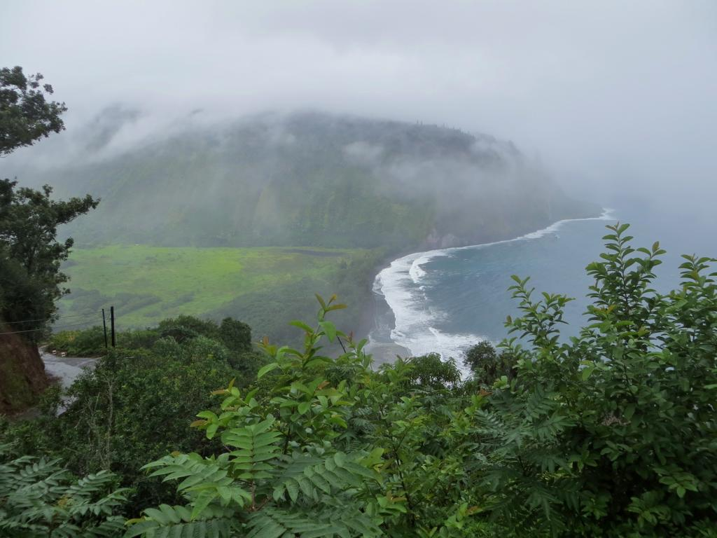 Der Waipi'o Valley Lookout im Regen