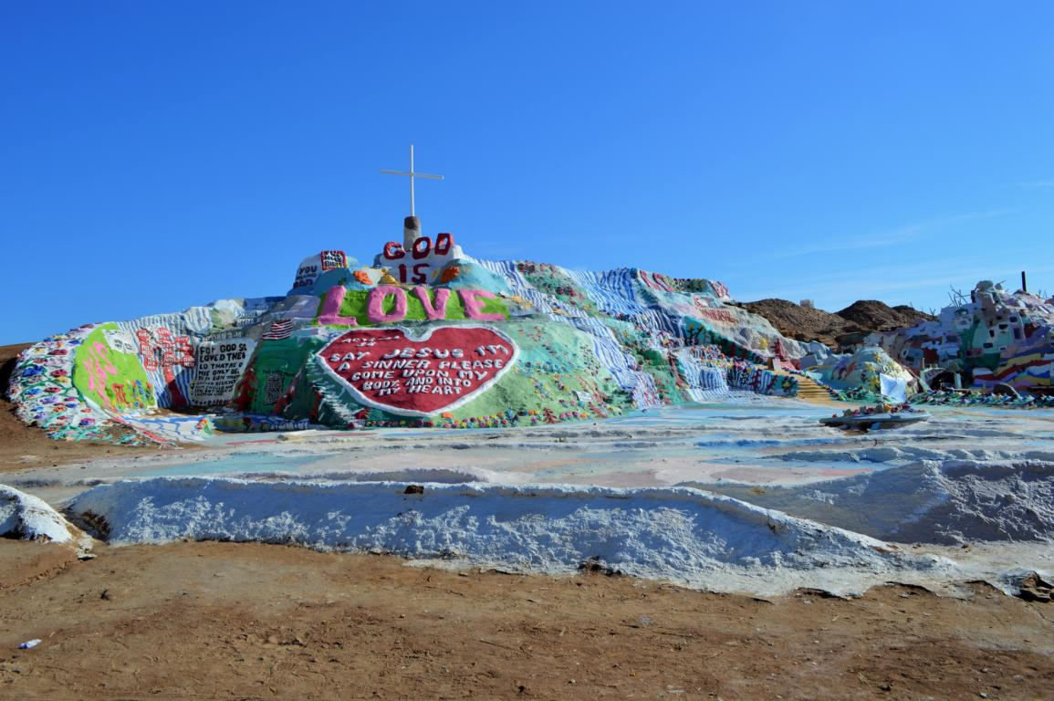 God Is Love, so meint der Salvation Mountain.