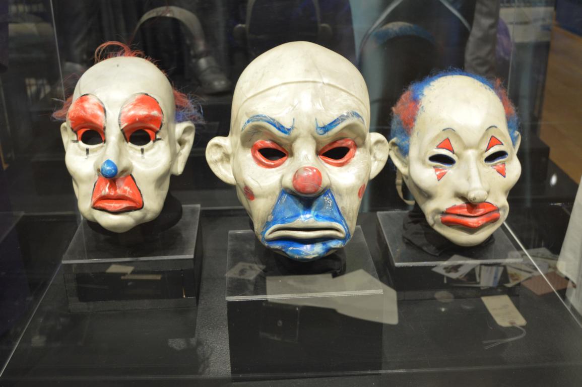 Scary... Die Masken sehen total echt aus.