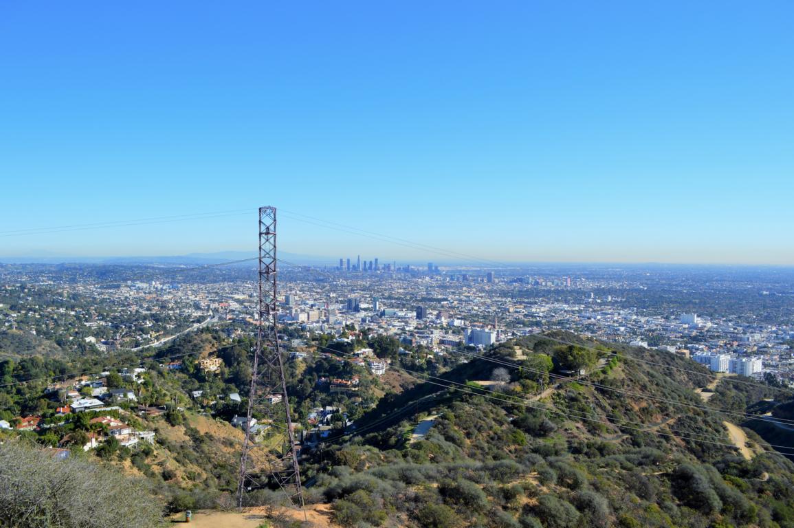 Aussicht während der Fahrt auf dem Mulholland Drive in Los Angeles.