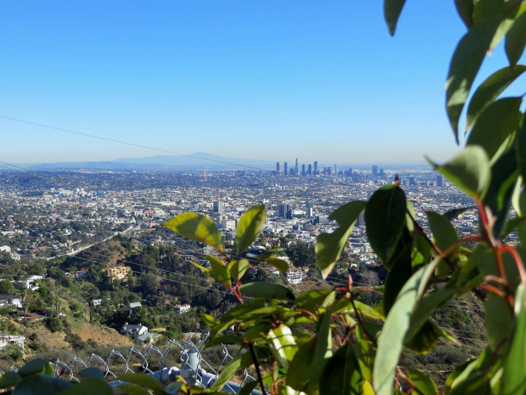 Eine spektakuläre Aussicht über Los Angeles vom Mulholland Drive aus.