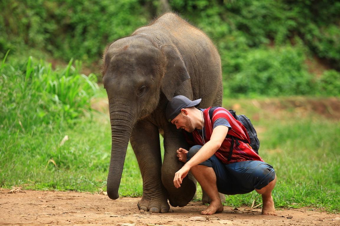 Jeremy und Thara in Thailand. Foto: Jeremy Kunz von Reisewerk