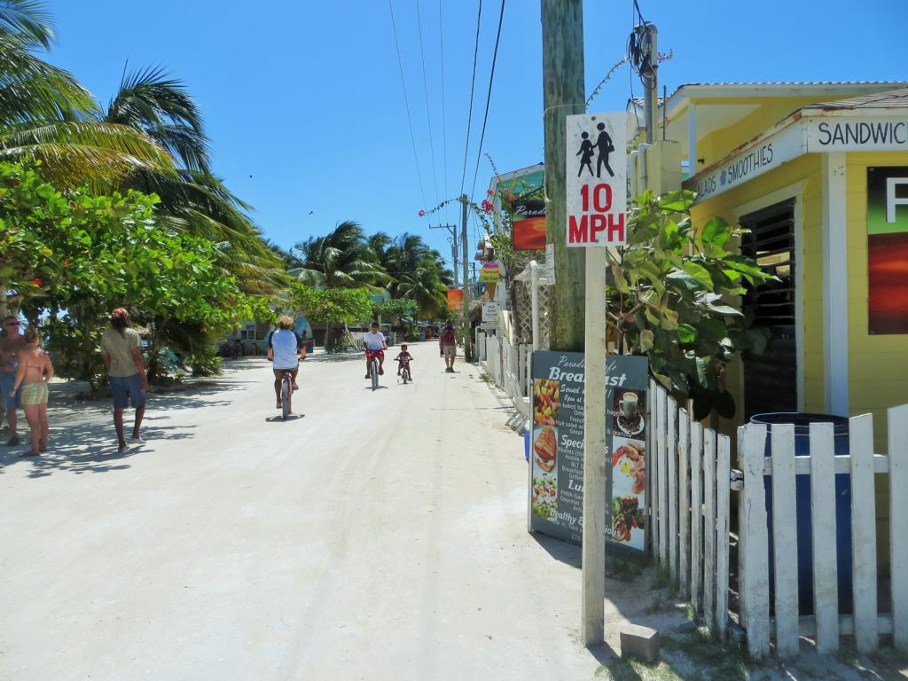 Go Slow auf Caye Caulker in Belize.