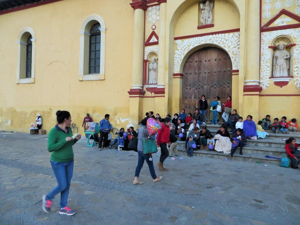 Flanieren am Zocalo in San Cristobal de las Casas in Mexiko.