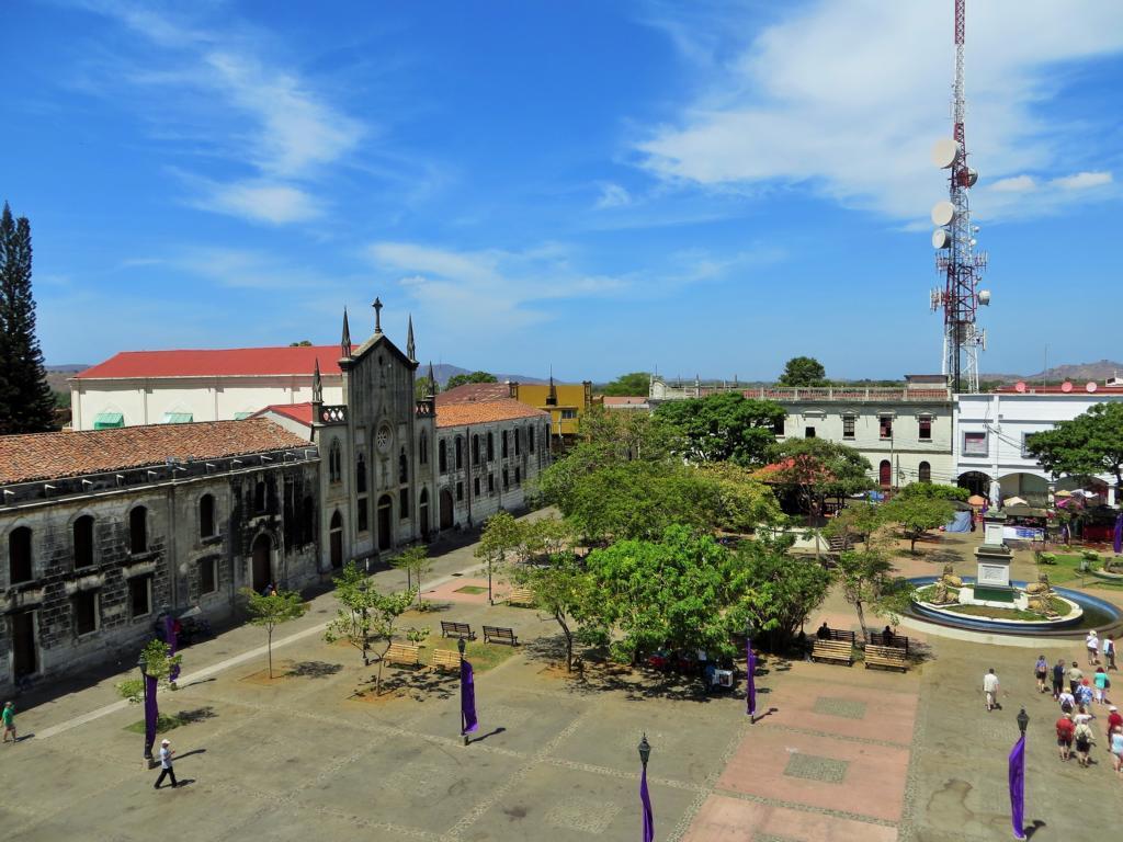 Blick von Leons Kathedrale auf die Plaza Central.