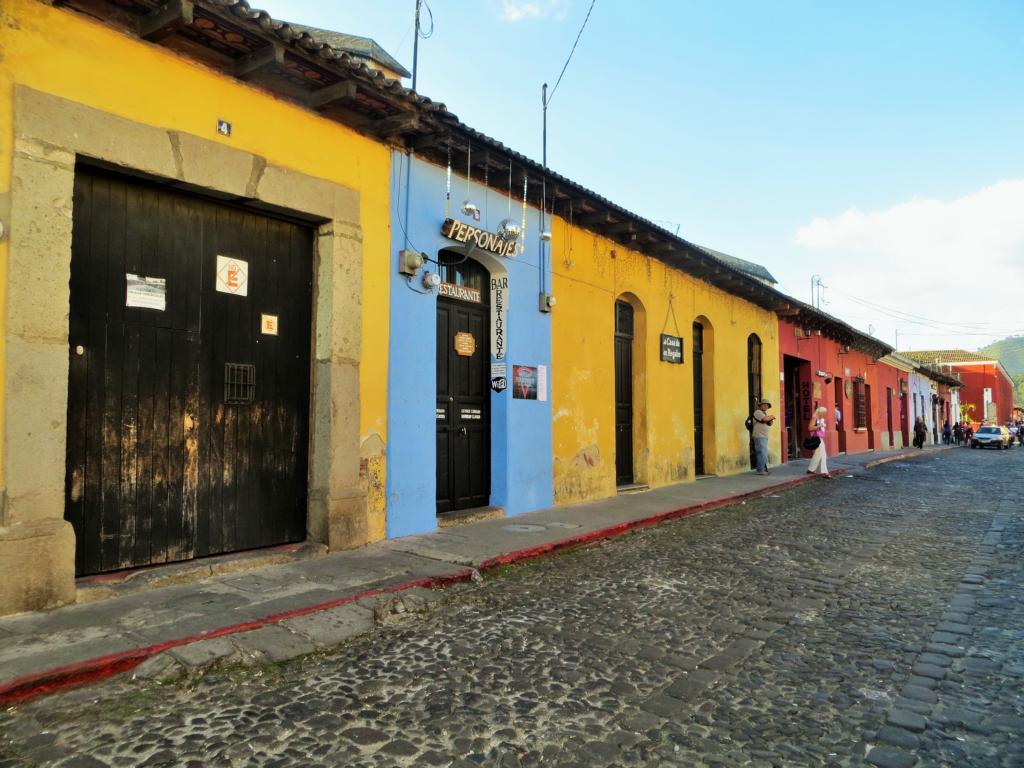 Die Kolonialstädte in Zentralamerika sind farbenfroh - wie hier in Antigua in Guatemala.