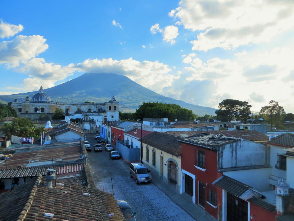 Aussicht von der Sky Bar in Antigua, Guatemala.