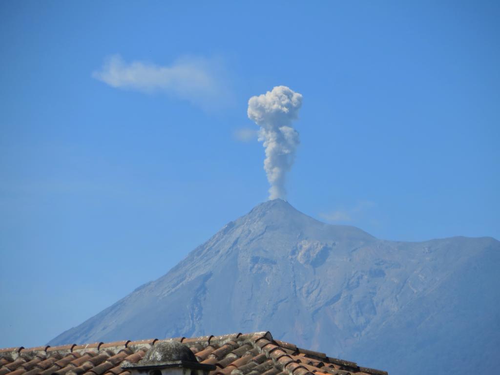 Der Vulkan Fuego in Antigua grummelt vor sich hin...
