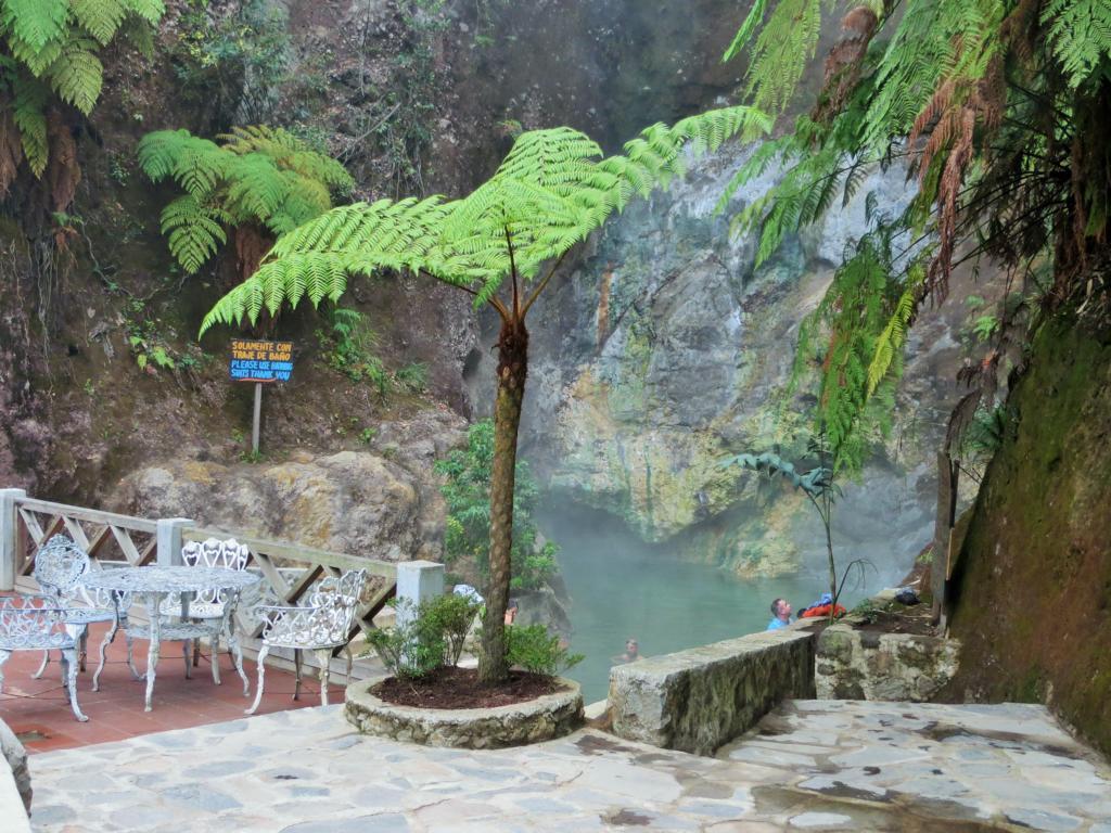 Das Becken direkt neben dem Eingang zu den heissen Quellen von Xela.