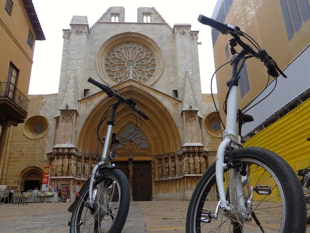 E-Bike Tour in Tarragona. Auch ein Weg für eine Stadtbesichtigung.
