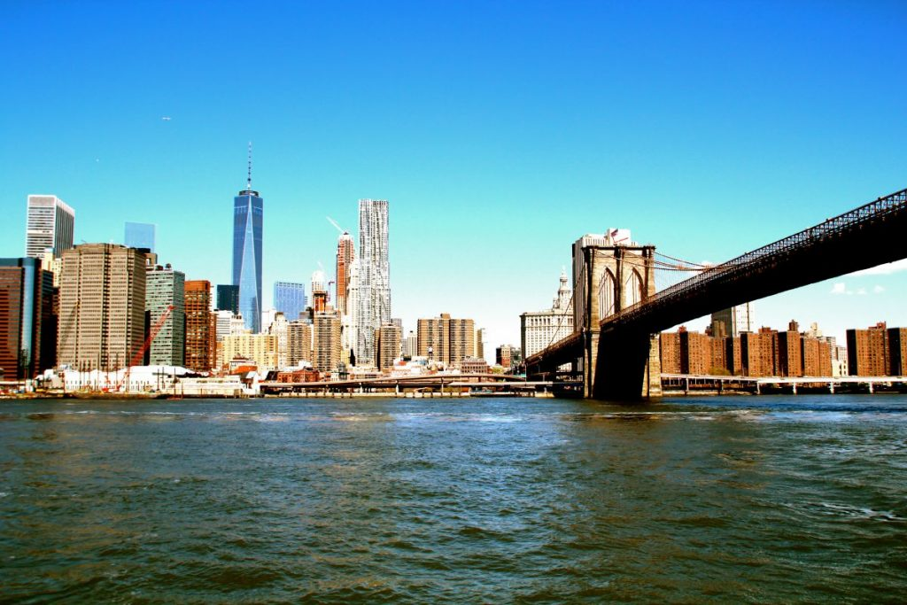 Die Brooklyn Bridge in New York City.