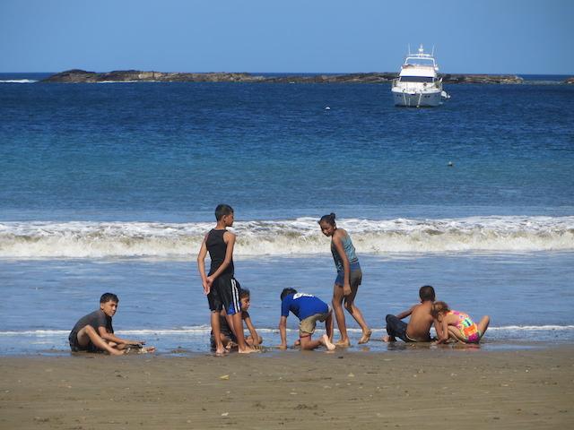 Strandleben in San Juan del Sur in Nicaragua.