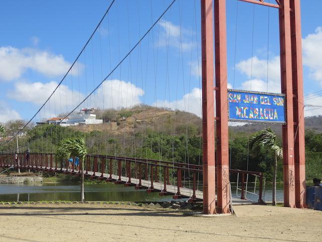 Die Hängebrücke in San Juan del Sur: Überqueren, um zur Jesus Statue zu kommen.
