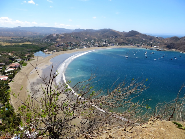 ...und oben angekommen, einen herrlichen Blick über die Bucht von San Juan del Sur.