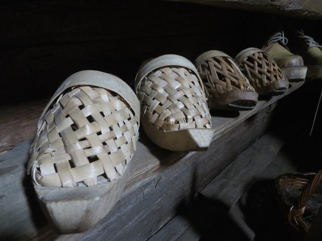 Traditionelle Schuhe der Hirten in den slowenischen Alpen.
