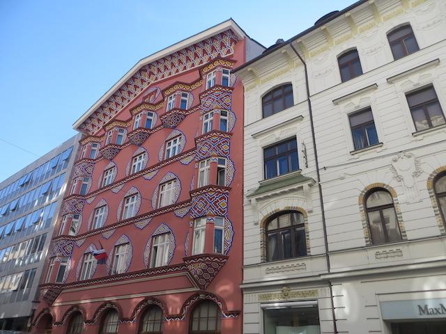 Die wohl bekannteste Häuserfassade in Ljubljana.