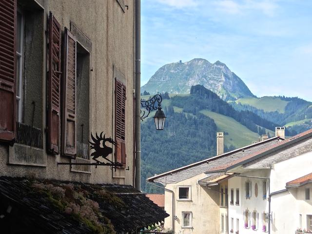 Den Berg Moléson von Gruyères aus gesehen.