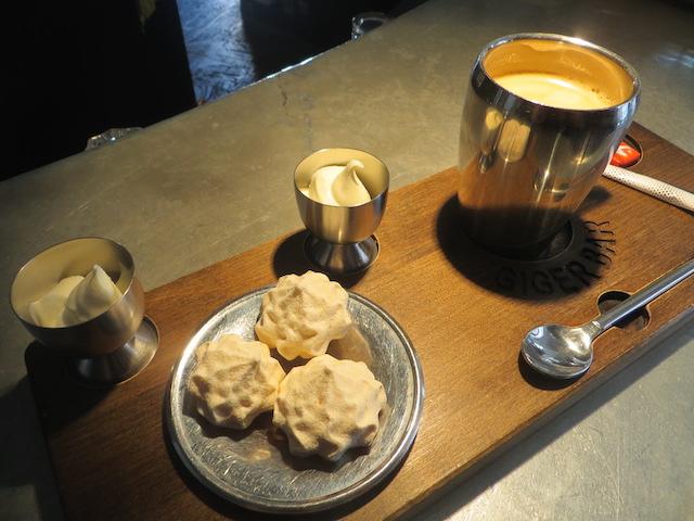 Kaffee mit Meringues und Doppelrahm: Himmel.