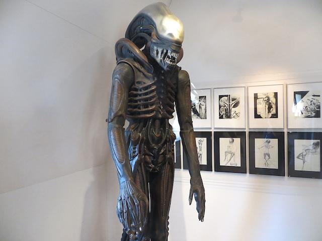 Alien von H.R. Gyger im Museum in Gruyères.